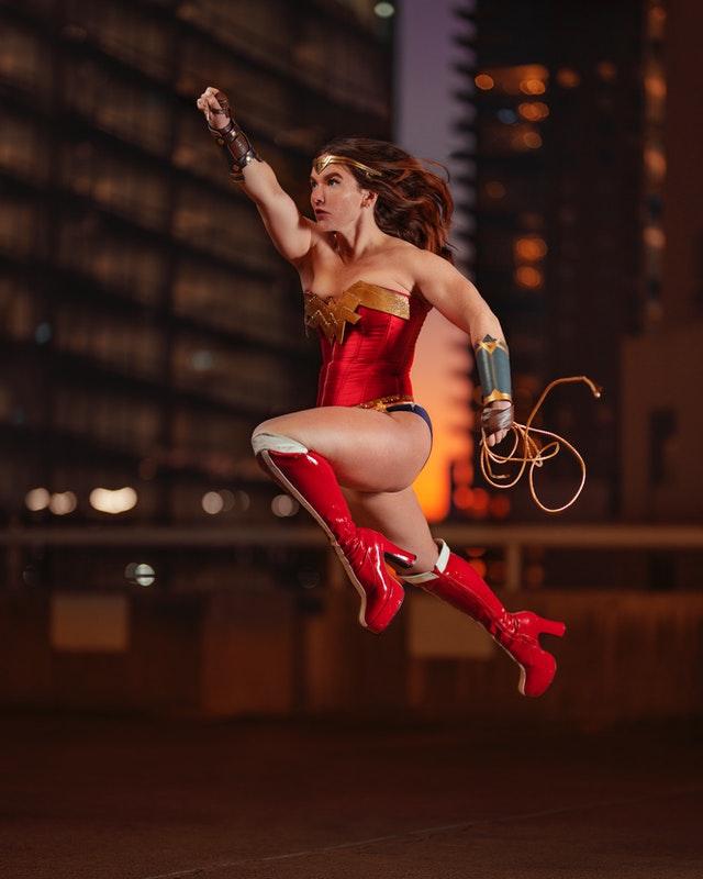 embellir son intérieur avec un tableau superwoman