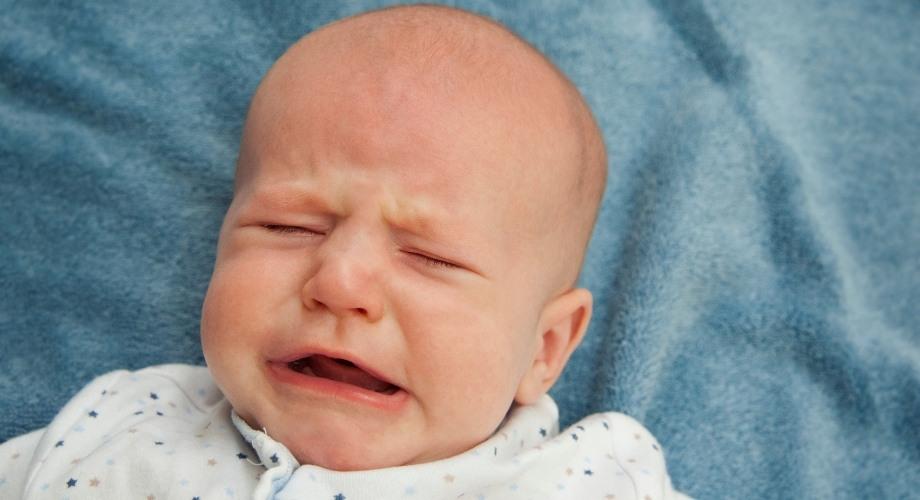 pleurs répétitifs du bébé le soir