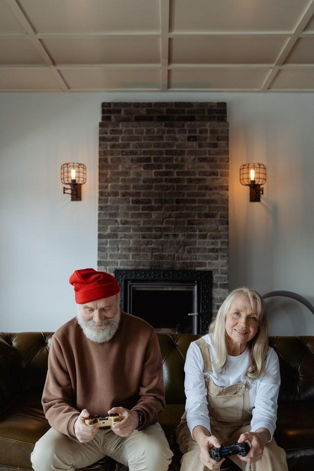 mutuelle : bien assurer papy et mamie profite de la retraite