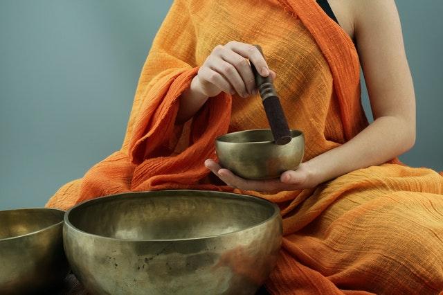 méditation avec bol tibétain