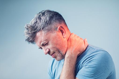 utiliser collier cervical contre le mal de cou
