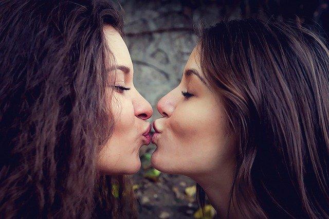 baisé lesbiennes