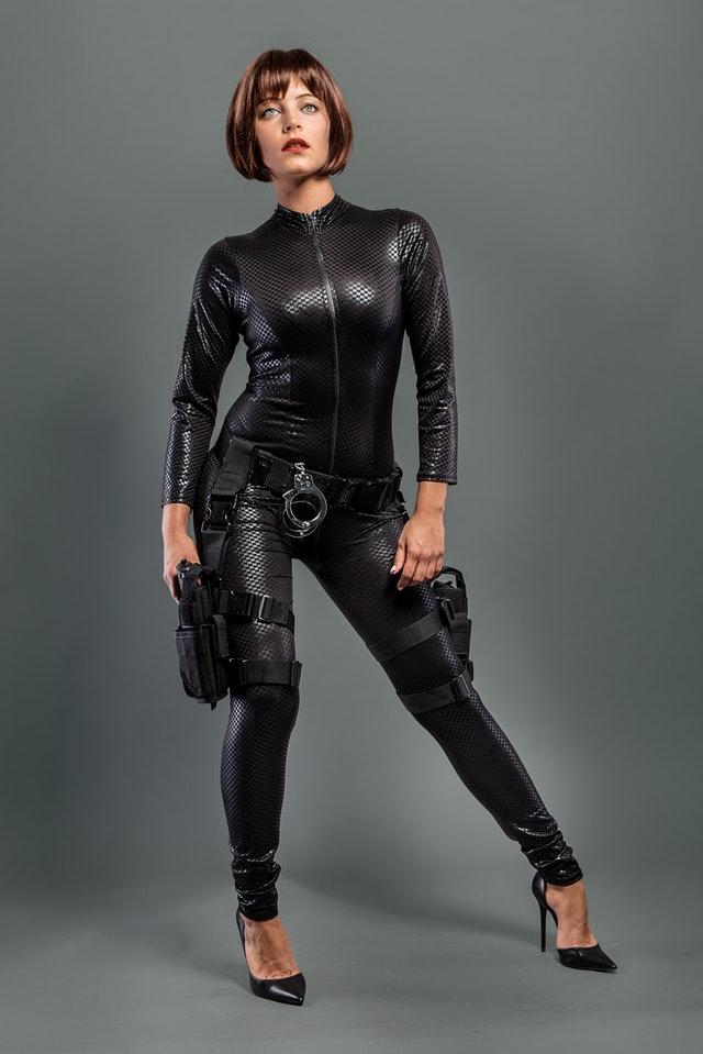 femme agent de sécurité et protection