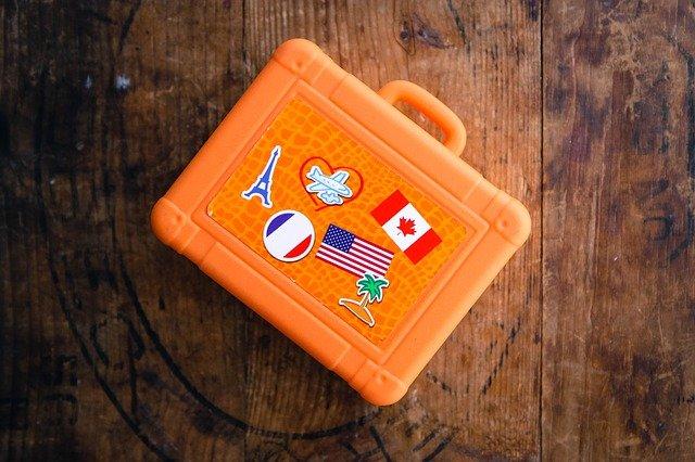 valise contenant des jeux pour enfant