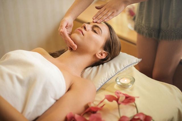 se détendre avec un coussin de massage